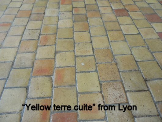 Yellow terre cuite from Lyon