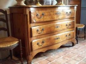 Light oak three drawer commode with paneled posts