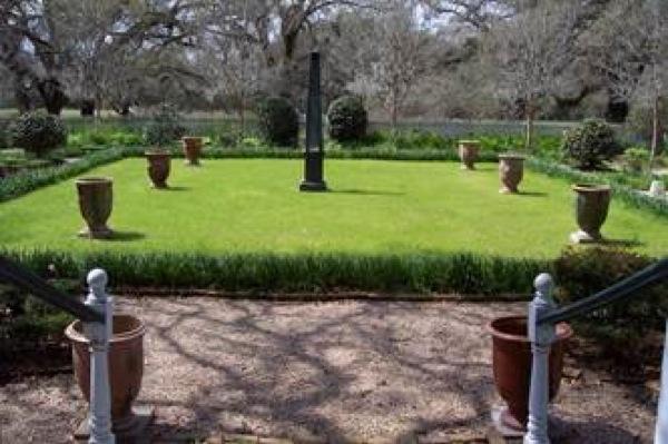 Henri Penne House garden