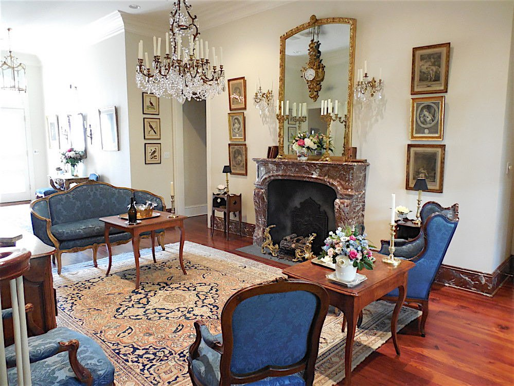 A modern home converted to a Louis XV decor - After picture