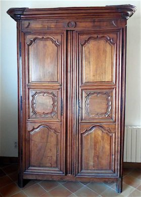 Louis XIV armoire in walnut, circa 1740.