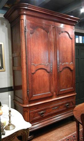 Walnut À deux corps armoire in Louis XIV style circa 1730 from the southwest region of France at Au Vieux Paris Antiques