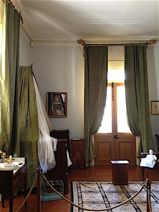 Oak Alley Plantation decorated by Au Vieux Paris Antiques - bedroom