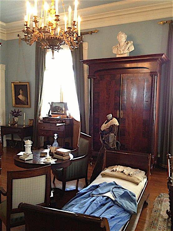 Oak Alley Plantation decorated by Au Vieux Paris Antiques - master bed room