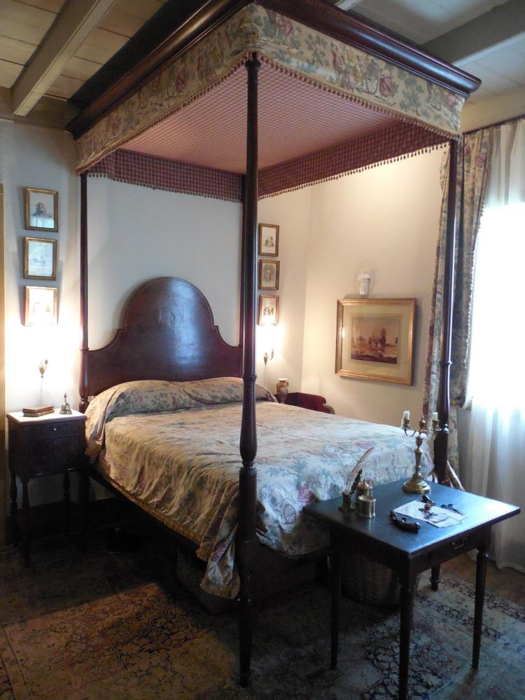 Early Louisiana Mahogany Bed with inlay decor